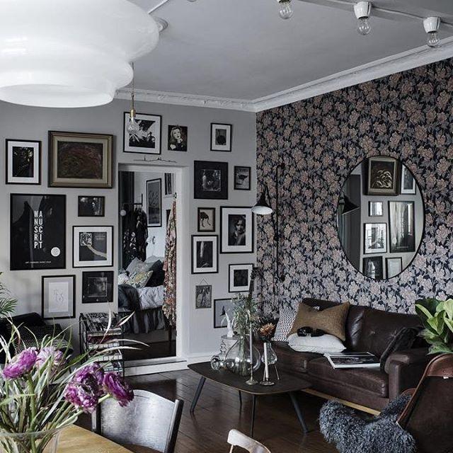 De muren vormen de blikvangers in in deze leuke woonkamer! Zie bio link. #woonkamer #livingroom #wohnzimmer #vardagsrum #vintage #scandinavian #scandinavischwonen #scandinaviandesign #interior #interieur #interior4you #interiorstyling #interiordesign #inredning