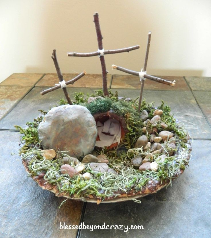 DIY Resurrection Scene - perfect activity to do with the kiddos at Easter and a great visual tool.