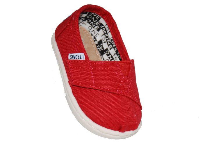 #children #footwear Παπούτσι #Toms υφασμάτινο, κόκκινο με αυτοκόλλητο κούμπωμα και δερμάτινο πάτο. www.mouyer.gr/store/products/collections/season2015S/itemA17039-5000-29