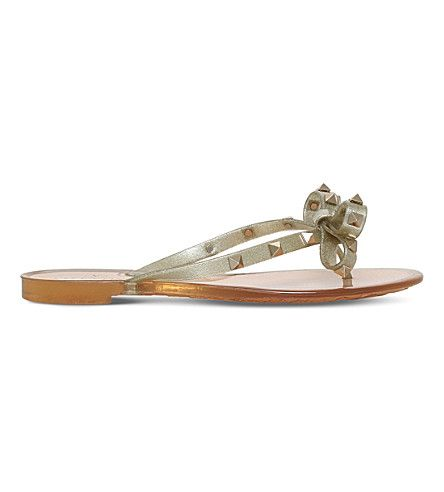 VALENTINO | Rockstud rubber sandals #Shoes #Sandals #Flat sandals #VALENTINO