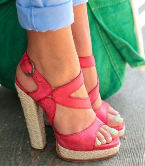 Chaussures rouges - talons hauts - bronzage parfait