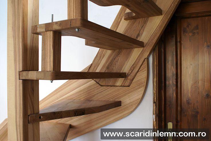 scara interioara din lemn masiv pret mic detaliu imbinare trepte vang