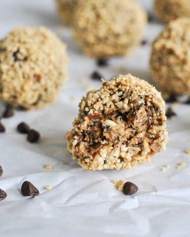 Healthy: Quick Easy No Bake Oatmeal Peanut Butter Bites I howsweeteats.com