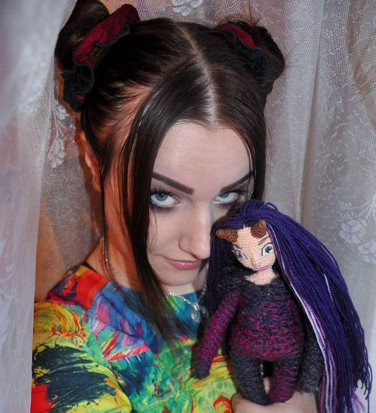 Понравилось мне идея с разнообразием контента. Собак уже был, теперь вот я с Чиаббатой. Может ещё какие интересные фотографии вам показать?  #weamiguru #хобби #хендмейд #рукоделие #вязание #вязаное #вязаниекрючком #doll #вязаныеигрушки #вязаныекуклы #amigurumidoll #amigurumi #crochet #knitting #faurik #амигуруми #gurumigram #handmadedolls #artdolls #craft #crochettoy#dolls #авотия