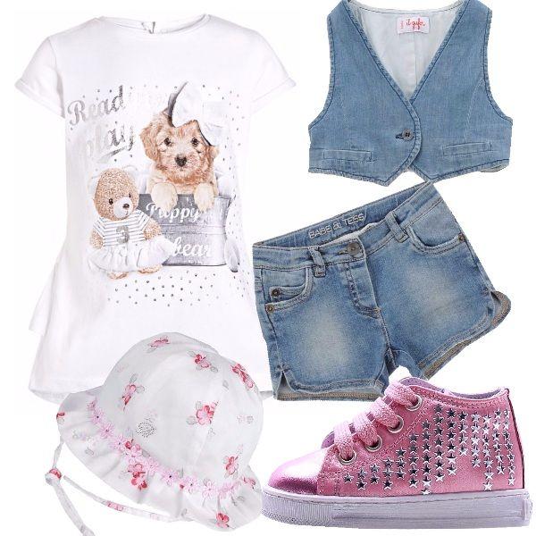 Outfit come la mamma ed il babbo per una passeggiata in famiglia. T-shirt in jersey con stampa cuccioli , doppia rouche sul dietro, short e gilet corto in denim. Il tutto abbinato con una sneakers alta pink con lacci e borchie a stelle . In testa cappellino bianco con stampa rose .