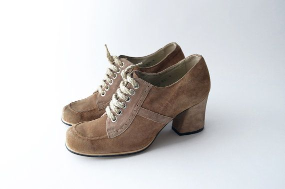 (with new waxed dark brown thin laces) Vintage light brown suede lace up heels / women oxford shoes chunky heel