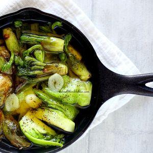 ふきのとう、タラの芽、蕾菜のアヒージョ by Yokoさん | レシピブログ - 料理ブログのレシピ満載! ふきのとう、タラの芽、蕾菜をアヒージョにしました。ふきのとうはアクが強くて苦いので、和え物とかにするときはアク抜きしますが、今日はオリーブオイルで煮るのでそのまま使用しました。