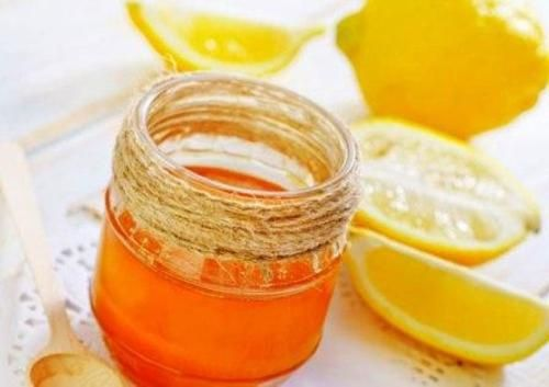 8 importanti benefici di miele e limone