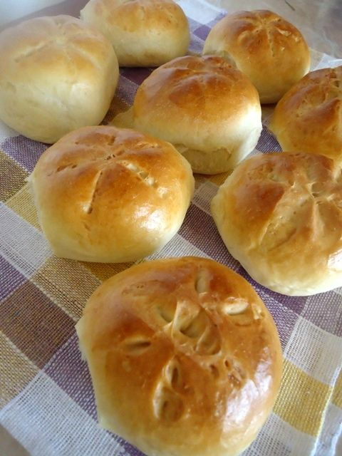 Kajzerki: Uwielbiam kajzerki, do tej pory kupowałam je w piekarni, a od dzisiaj potrafię...