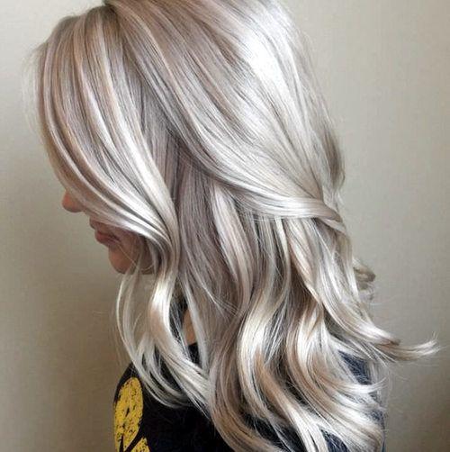 Gele lokken zijn uit, asblond is hot!Durf jij het aan om voor deze koele blondtint te gaan? Hierbij wat inspiratie om je enthousiast te krijgen over deze haarkleur.