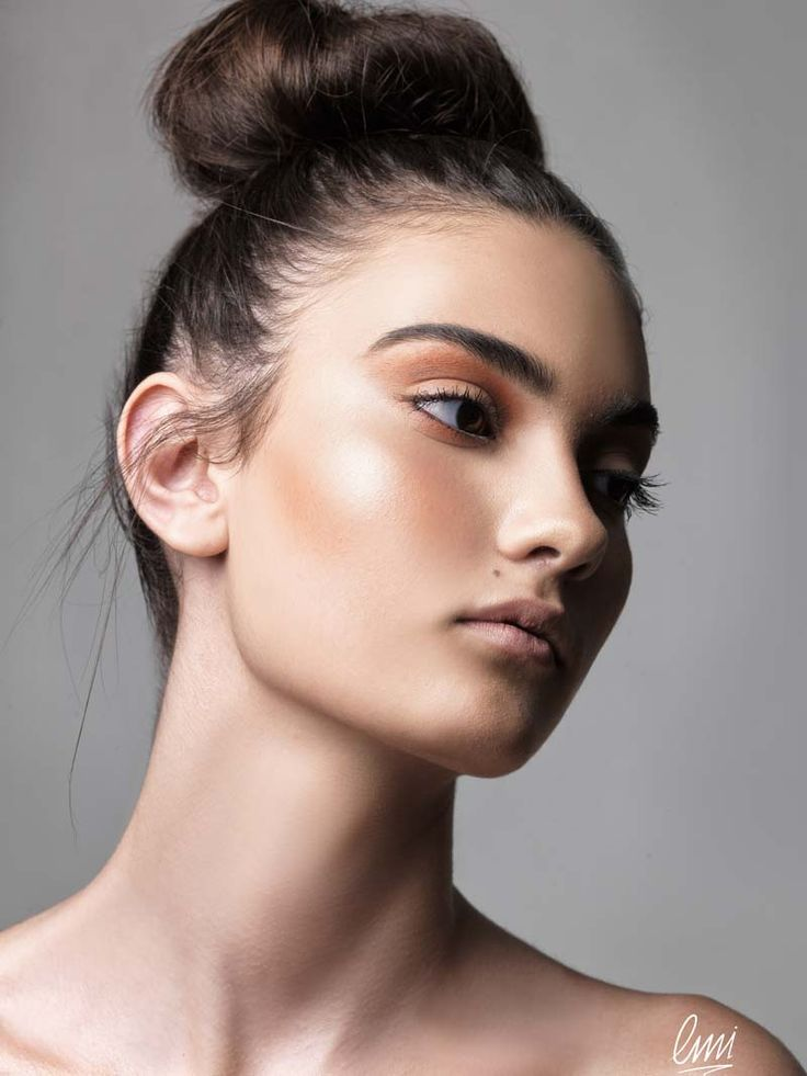 A simple beautiful makeup for summer with bronzing effects! Student's work!