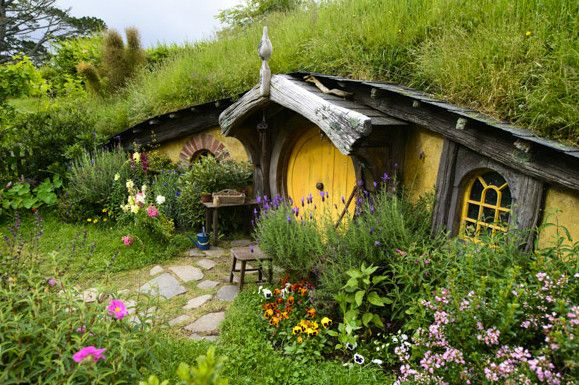 les 25 meilleures id es de la cat gorie maison de hobbit sur pinterest maisons de hobbit le. Black Bedroom Furniture Sets. Home Design Ideas