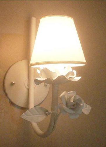 Arandela lilie 1 lâmpada 28 alt. x 20 prof. R$ 121,00.Cúpulas opcionais R$ 29,90 cada