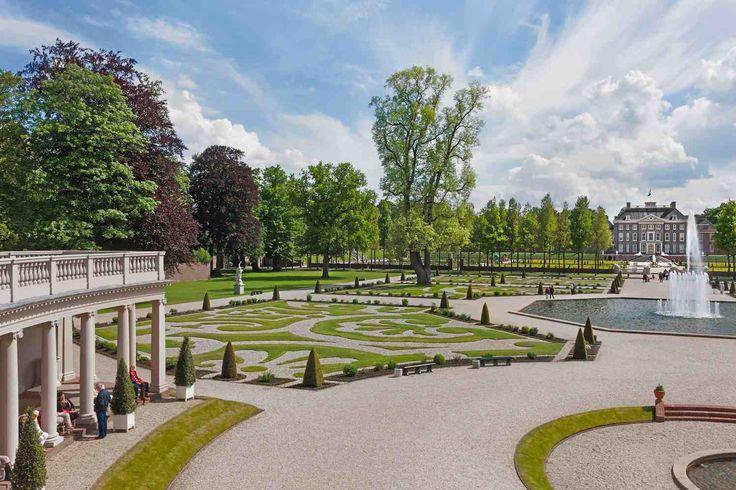 APELDOORN - Museum Paleis Het Loo heeft de officiële status van 'botanische tuin'. Een beloning voor decennia lang vakmanschap. Paleis Het Loo beheert een aantal bijzondere plantencollecties, waarvoor al in de 17e eeuw de basis werd gelegd door de eerste bewoners van het paleis, Koning-Stadhouder Willem III en Koningin Mary Stuart. Hiertoe behoren onder meer