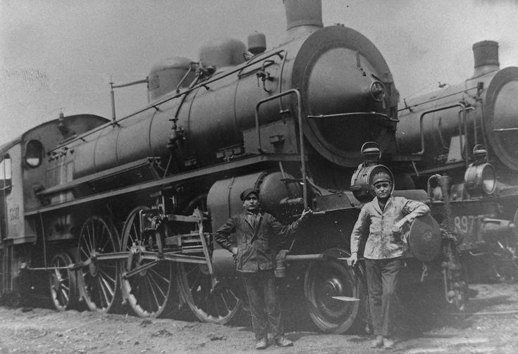 Personale di macchina con locomotiva 680