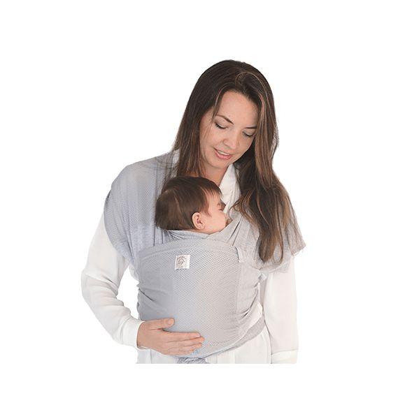 Fast Fular Gris. Es la versión rápida del fular, sin necesidad de hacer nudos ni tela sobrando. Práctico y fácil de poner, son dos aros de tela unidos que se apoyan en ambos hombros resultando muy cómodo para el cargador. El bebé mantiene su posición anatómica de ranita desde sus primeros días de nacido y puede ser usado hasta los 18 meses o más. Es fresco y cómodo, puede ser usado en todos los climas, en paseos largos y cortos.