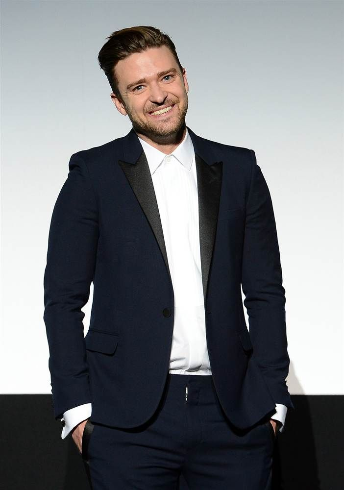 Justin Timberlake is now preforming at the 2013 American Music Awards (11/24) >>> It will be his first solo performance at AMAs.