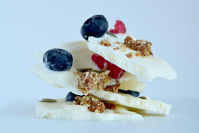 Frosne morgenmadsbrud af græsk yoghurt – Cathrine Brandt