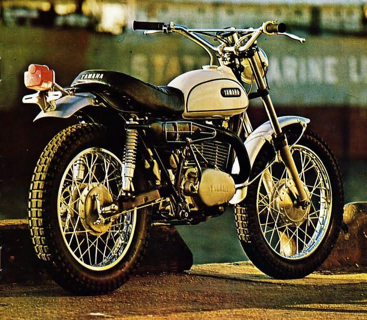 Moto Yamaha café racer