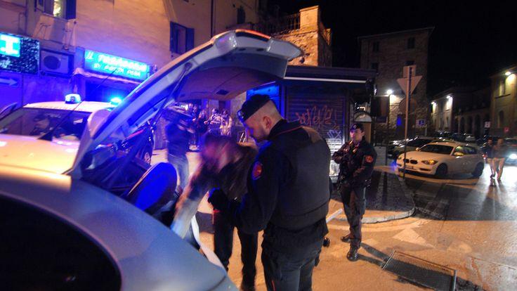 """Giovanissimo operaio spacciava droga e minacciava i """"clienti"""": arrestato dai Cc"""