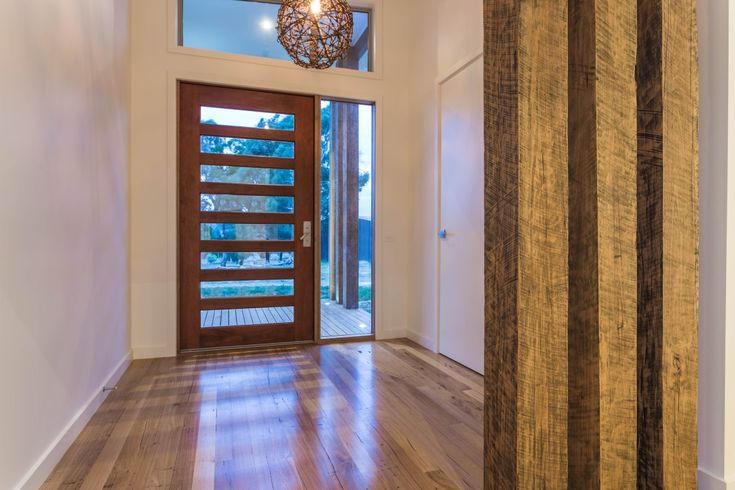 Pivot Homes have used this Corinthian Infinity INFWS8G (2340mmx1200mm) entrance door with great effect. The glass panels within the door plus the surround really open up the large entrance providing fabulous warmth and light.