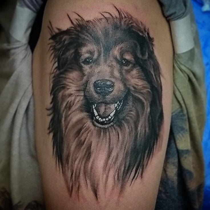 Ibland kan det vara så att man saknar någon, och även om de kanske inte alltid finns kvar här med en just nu, så kan det vara skönt att ha dem med sig vart man än går. Vem saknar du nu, när du tänker på det? Kontakta Daniel Boije, han hjälper dig gärna med din minnes tatuering. . . . . . #dogportrait #dogtattoos #dog #tattoos #tattoo #tatuering #hund #hundtatuering #hundportät #tatueringar  #portraittattoo #porträtttatuering #stockholmtatuering #tatueringstockholm #finest #finast…