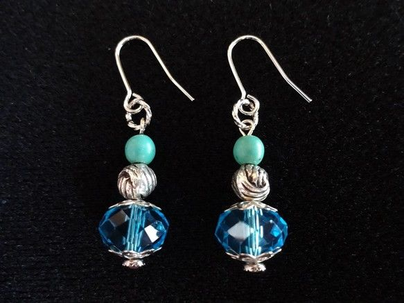 ☆jewelry of wardaオリジナルジュエリーです☆ブルーのエジプト製ビーズをメインに、トルコ石風ビーズとオリエンタルなシルバービーズで、クールなオリ...|ハンドメイド、手作り、手仕事品の通販・販売・購入ならCreema。