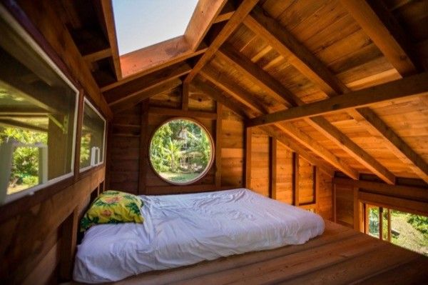 I love these sky lights. Makes the space seem much larger. jay nelsons 200sqft tiny house in hawaii 003 600x399 Artist Builds Amazing 200 Sq. Ft. Tiny Home in Hawaii