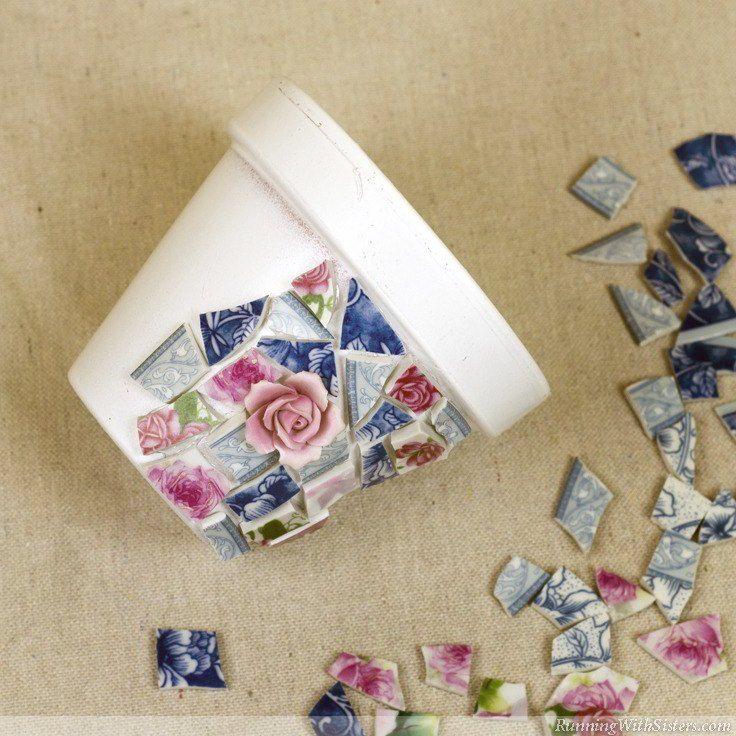 Mosaik-Töpfe mit zerbrochenem Porzellan, Behälter Gartenarbeit, Handwerk, Gartenarbeit, Sukkulenten …   – Übertopf mit Bild und verschönert mit allen möglichen Dingen