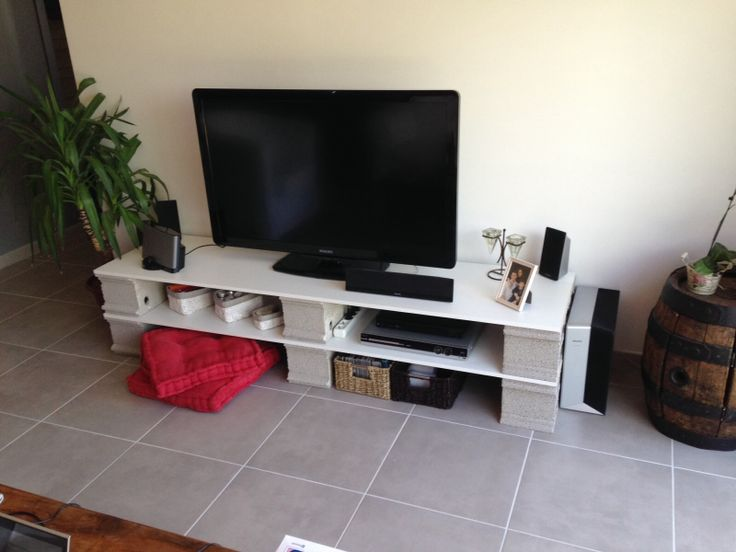 Parpaings + planches restantes dun placard = un meuble TV original et ...