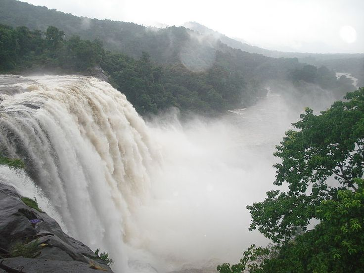 Big Flash Games: Hill top of Athirapally Waterfalls
