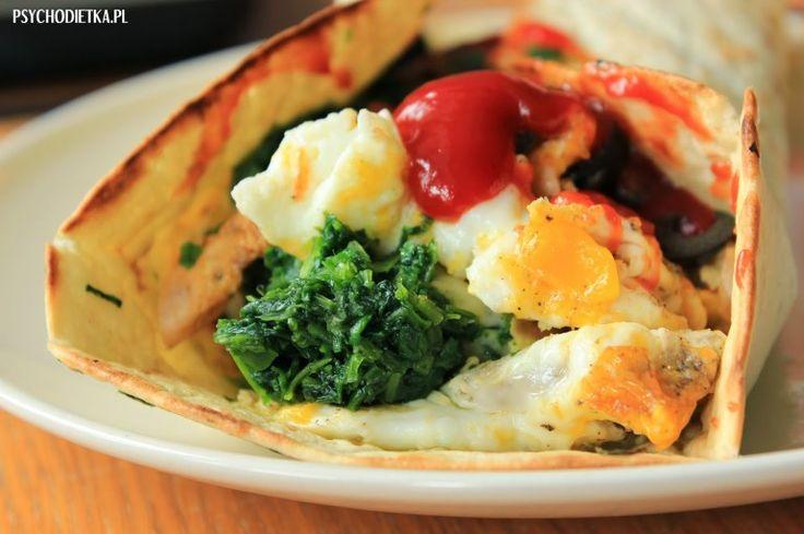 Dietetyczna tortilla ze szpinakiem i jajkiem sadzonym