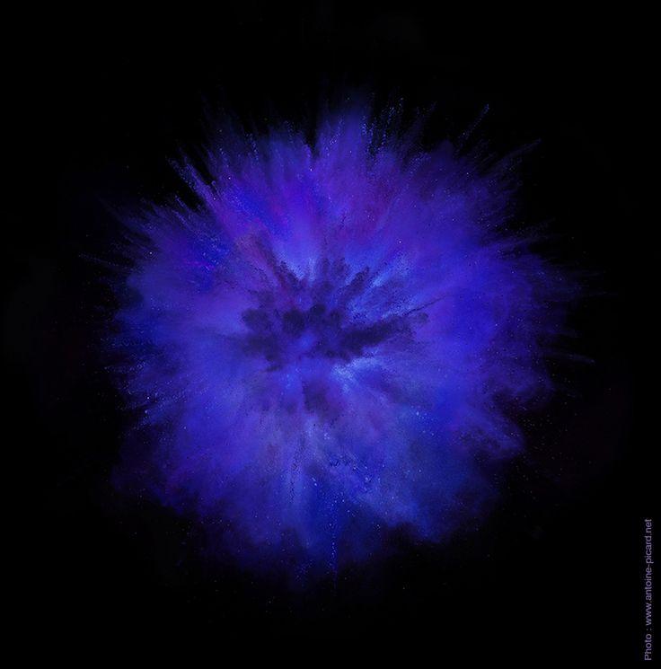 Photo: www.antoine-picard.net  Explosion de poudre pourpre Explosion of purple powder