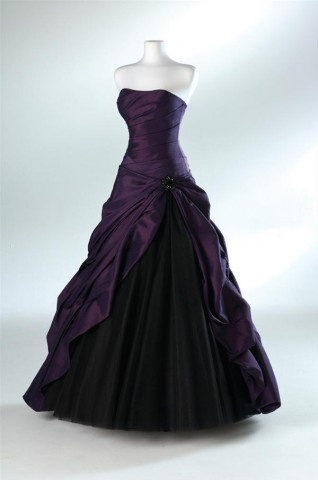 I sometimes wish I had something fancy enough to wear this to...I love the color! some sort of sleeve would be a nice addition...