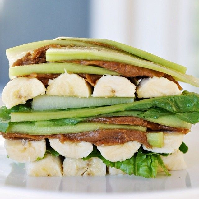 Low-Fat Raw Vegan Banana Sandwiches (7 bananas + 3 cucumbers + leafy greens + 18 pitted dates, processed into date paste)