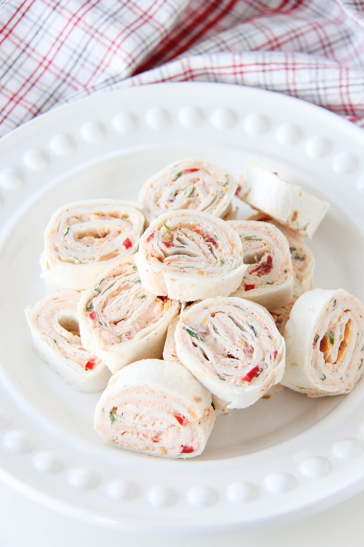 Easy Mexican Tortilla Pinwheels  //  Delicious, flavourful little bites...with cream cheese, taco spice, peppers, onions, cilantro, salsa and cheese!  So good.
