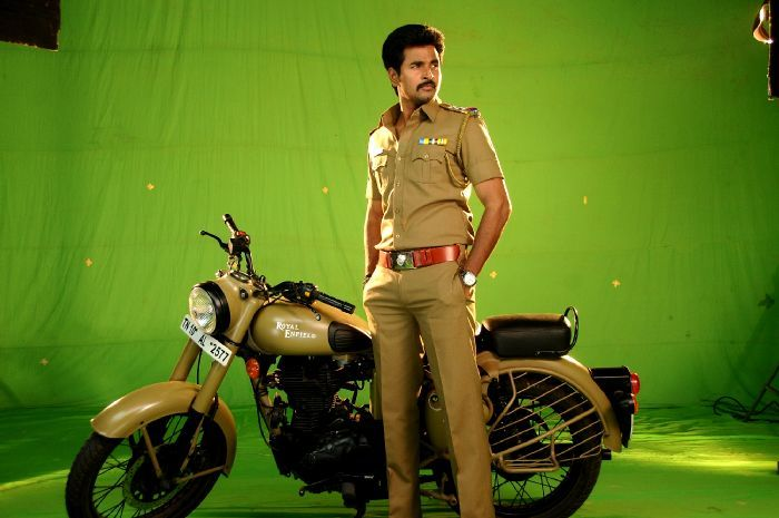 Siva Karthikeyan latest Pictures. Get huge collection of Siva Karthikeyan Photo gallery, pictures, stills in Kaaki Sattai Movie.