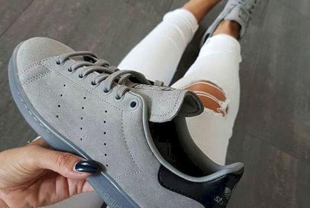 Koleksi Sepatu Sneakers Terbaik Dan Paling Keren Untuk Gaya Hidup