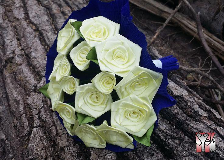 16 szál citromsárga rózsa csokorba kötve