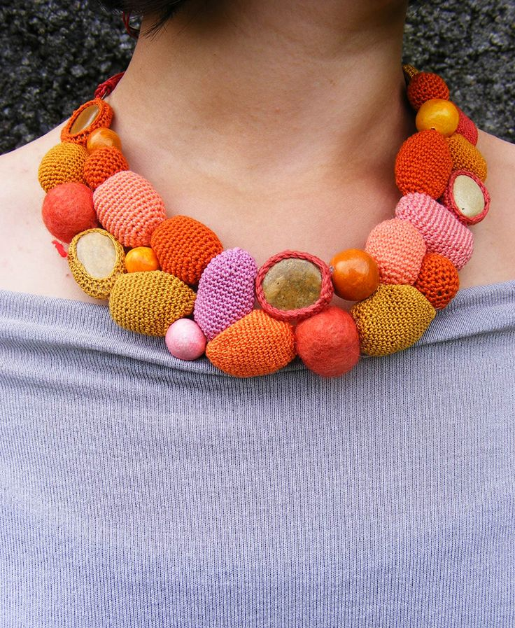 "Colier "" Candies"" (80 LEI la lida.accessories.breslo.ro)"