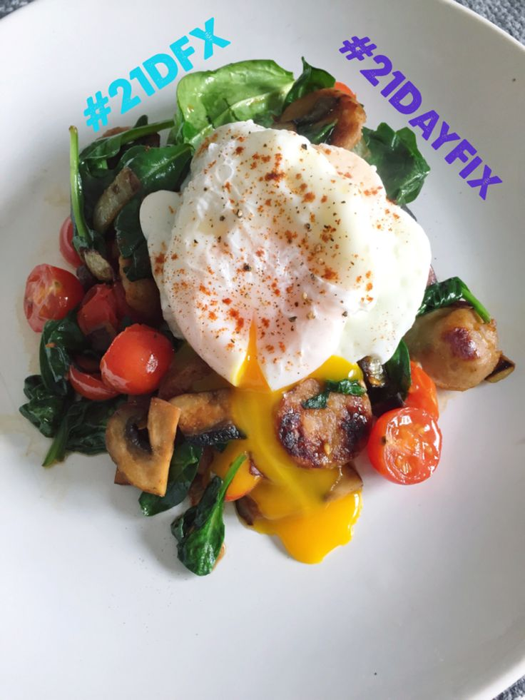 21 Day Fix: Poached Eggs over Chicken Sausage with Mushrooms, Spinach and Tomatoes