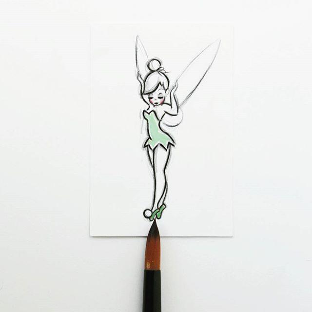 A tiny little Tinkerbell!💕 Happy Saturday, everyone!😙💕 – #tinkerbell #art #peterpan #miniature #disney