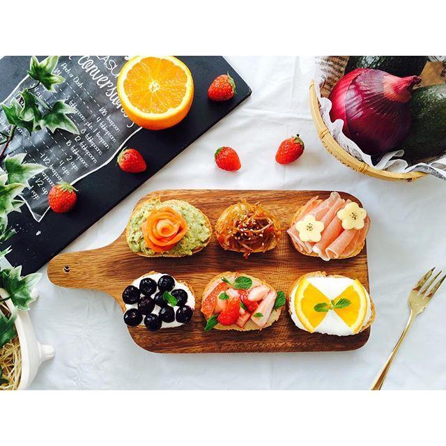 saaapooo91. . おはようございます.+° . . 今日のブランチ❥❥ . バケットでオープンサンド . . 食べるより作る過程が おもしろい笑 . . ごちそうさまでした . . #朝ごはん#昼ごはん#ランチ#ブランチ#オープンサンド#バケット#フルーツサンド#カッティングボード#おうちカフェ#おうちごはん#breakfast#brunch#lunch#sandwich#opensandwich#food#foodpic#foodgram#instafood#yummy