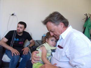 Padrino y Cenerentola: Una storia di speranza e solidarietà