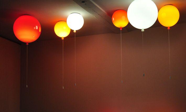 Kolekce Memory probouzí představivost a vtahuje do světa bezstarostného dětství. Nástěnné a stropní varianty o různých velikostech, široká škála barev taveného skla a jeho možné povrchové úpravy nabízí velkou rozmanitost světelného zážitku. Iluze reálných nafukovacích balónků je dokonalá, včetně visícího lanka, které slouží k rozsvěcení a zhasínání světla.