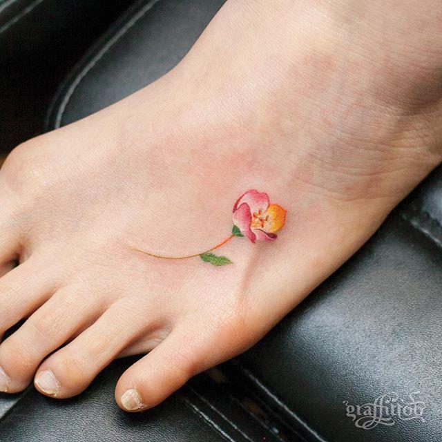 Mini flower :-) - #타투 #그라피투 #타투이스트리버 #디자인 #그림 #디자인 #아트 #일러스트 #tattoo #graffittoo #tattooistRiver #design #painting #drawing #art #Korea #KoreaTattoo #flower #꽃 #수채화 #수채화타투 #watercolor #watercolortattoo