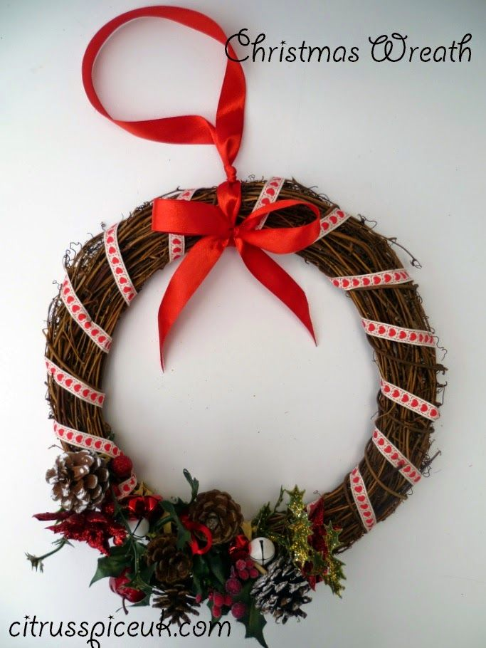 Citrus Spice and all things nice...: Christmas Wreath http://www.citrusspiceuk.com/2014/11/christmas-wreath.html#.VJabeAMDA