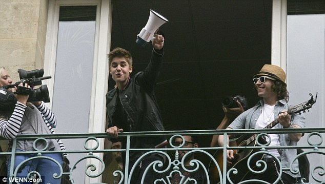 Justin Bieber gives an impromptu balcony performance in Paris as his fans cause a road block. The teen sensation managed to transform a small quiet street in the French capital into another no go area for people with sensitive hearing. A few hundred emotional girls caused a roadblock as they cried tears of joy and shouted inaudible words as their pop idol gave an impromptu performance from a balcony. via dailymail.co.uk: Teen Sensat