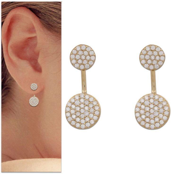 Pendientes círculo de Oro 18 Kl. y Circonitas : Joyeria online | joyeria plata | joyeria de plata Pendientes 2 en 1 realizados en Oro de 18 Kl., decorados con Circonitas y en forma de círculos. Una joya que podrás lucir en dos versiones, sólo con el pendiente que va pegado a la oreja o bien añadiéndo la parte larga por detrás de la oreja. Tienen cierre de presión.  Medidas:  Pendiente círculo arriba: 6 Mm. Pendiente total largo: 8 x 20 Mm.