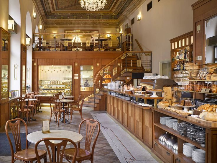 Restaurant since 1893. Rich breakfasts and gourmet menu. It´s own bakery.